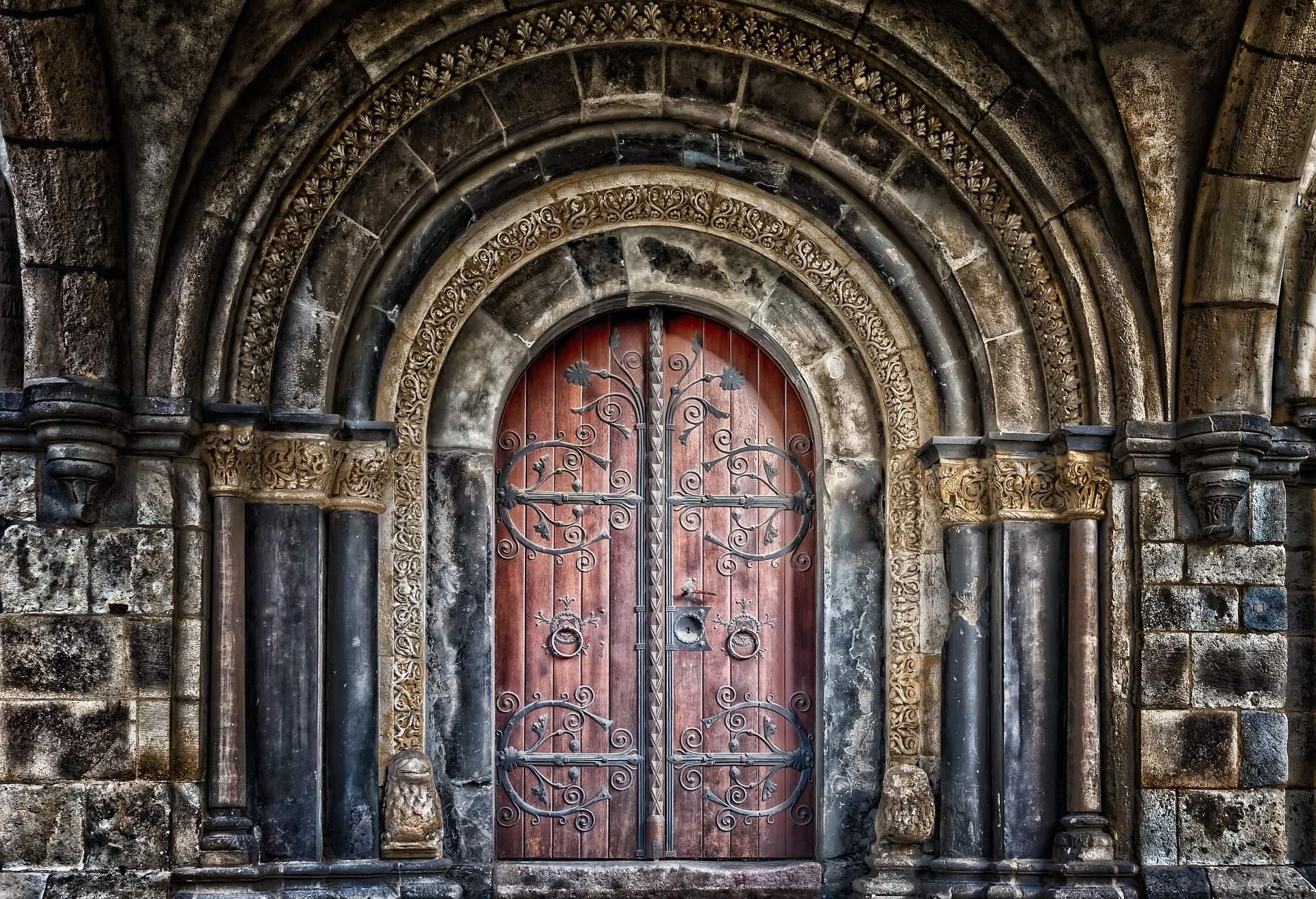 régi díszes ajtó