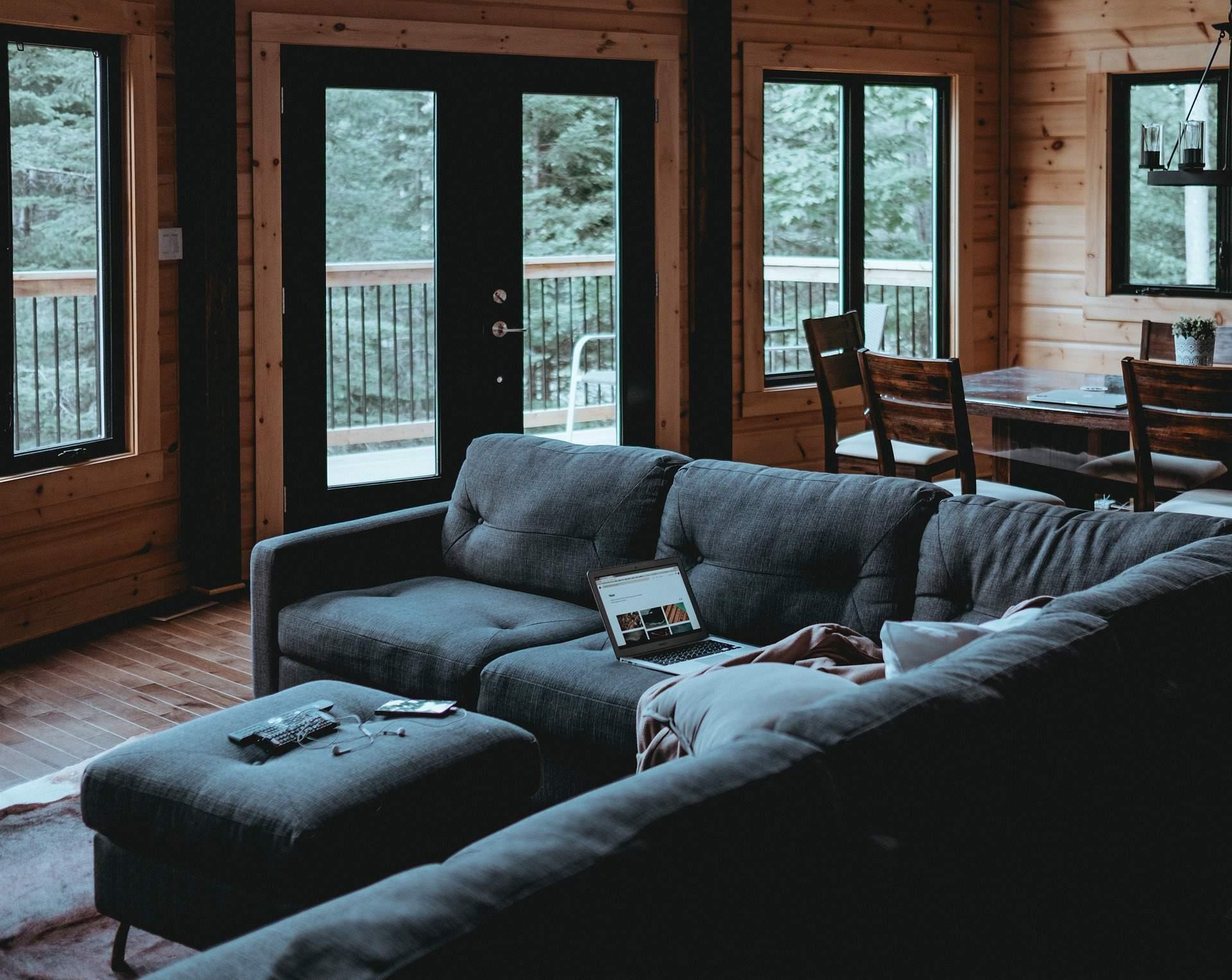 fa bukó nyíló ablak